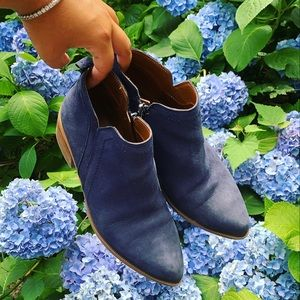 Franco Sarto blue suede pointed ankle booties